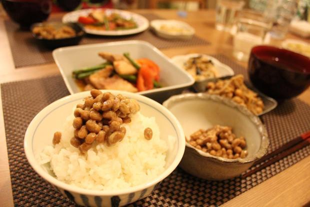 arroz blanco con natto